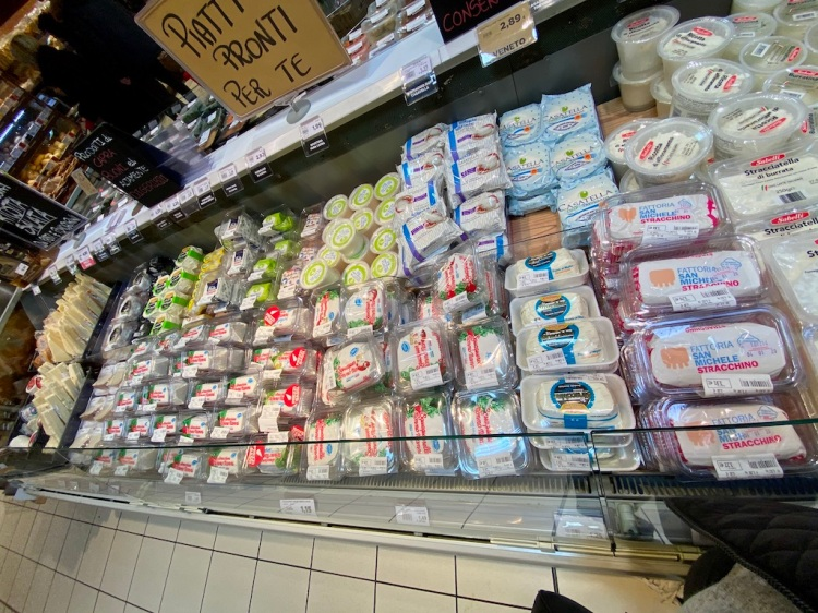 PopsicleSociety-Italy holiday_Dec 2019 supermarket_6117