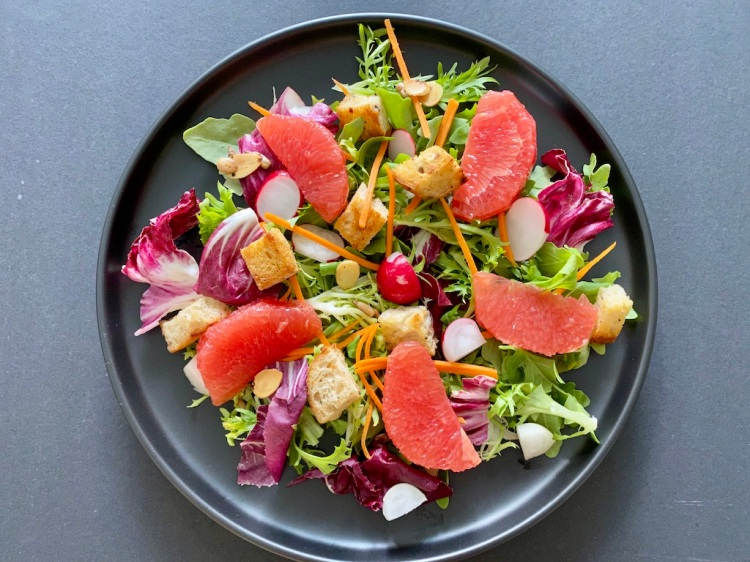 PopsicleSociety-mixed salad leaf with grapefruit and seeds_7102D